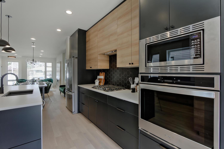 9625 80 Ave NW Edmonton AB T6C-large-021-41-Kitchen-1500x1000-72dpi.jpg