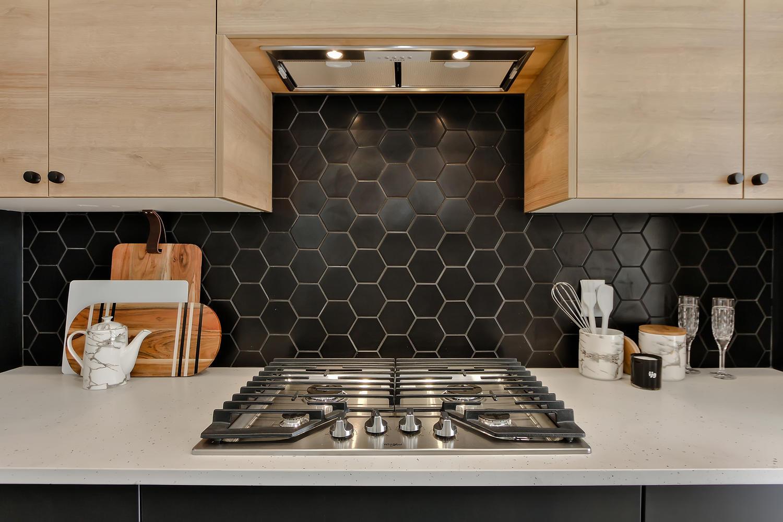 9625 80 Ave NW Edmonton AB T6C-large-022-39-Kitchen-1500x1000-72dpi.jpg