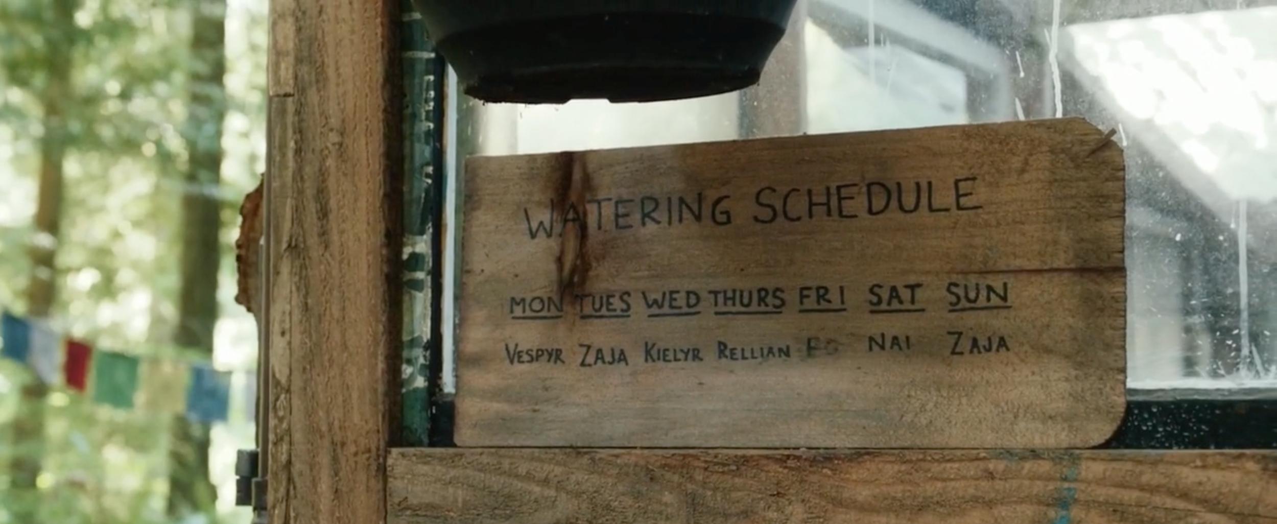 水汲み係のスケジュール表:ポルポト主義の三女ZAJA(サージ)だけ週に2回です。