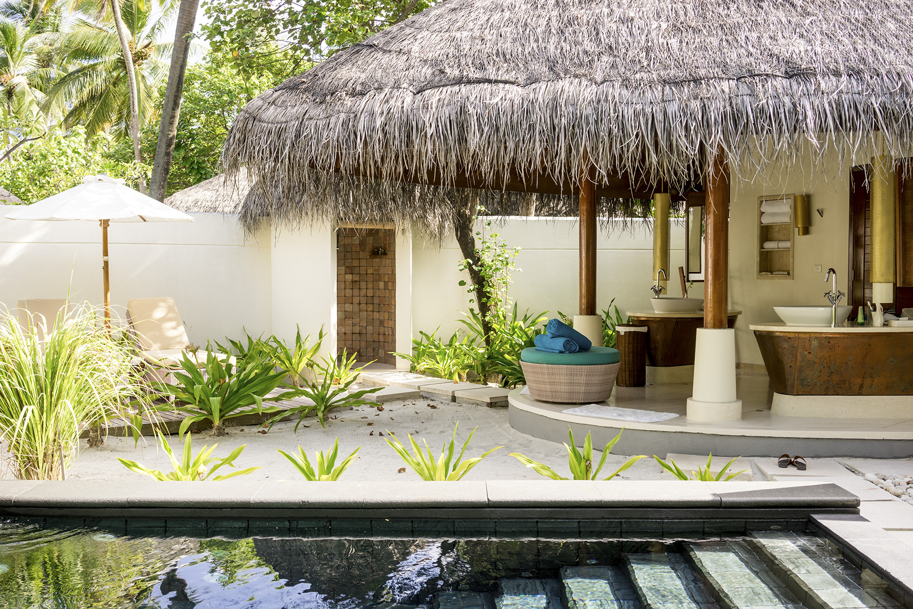 Beach villa complete with outdoor bathroom and private pool next to the bath