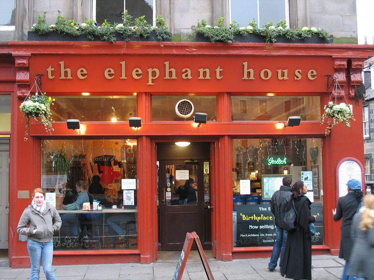 The Elephant House. (Picture via wikipeida. Look, it was dark when I got there.)