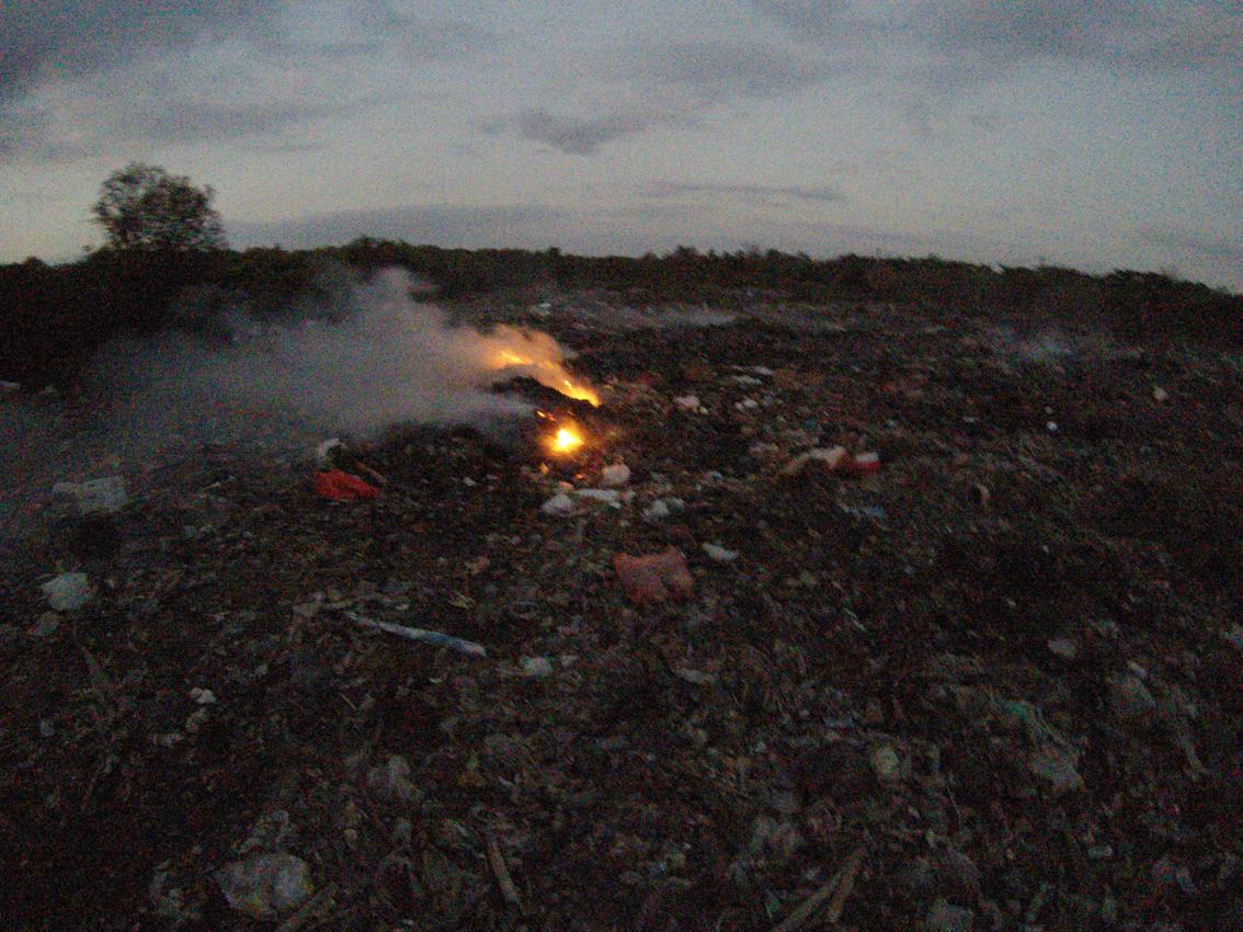 13Nusa Lembongan island dump1.JPG