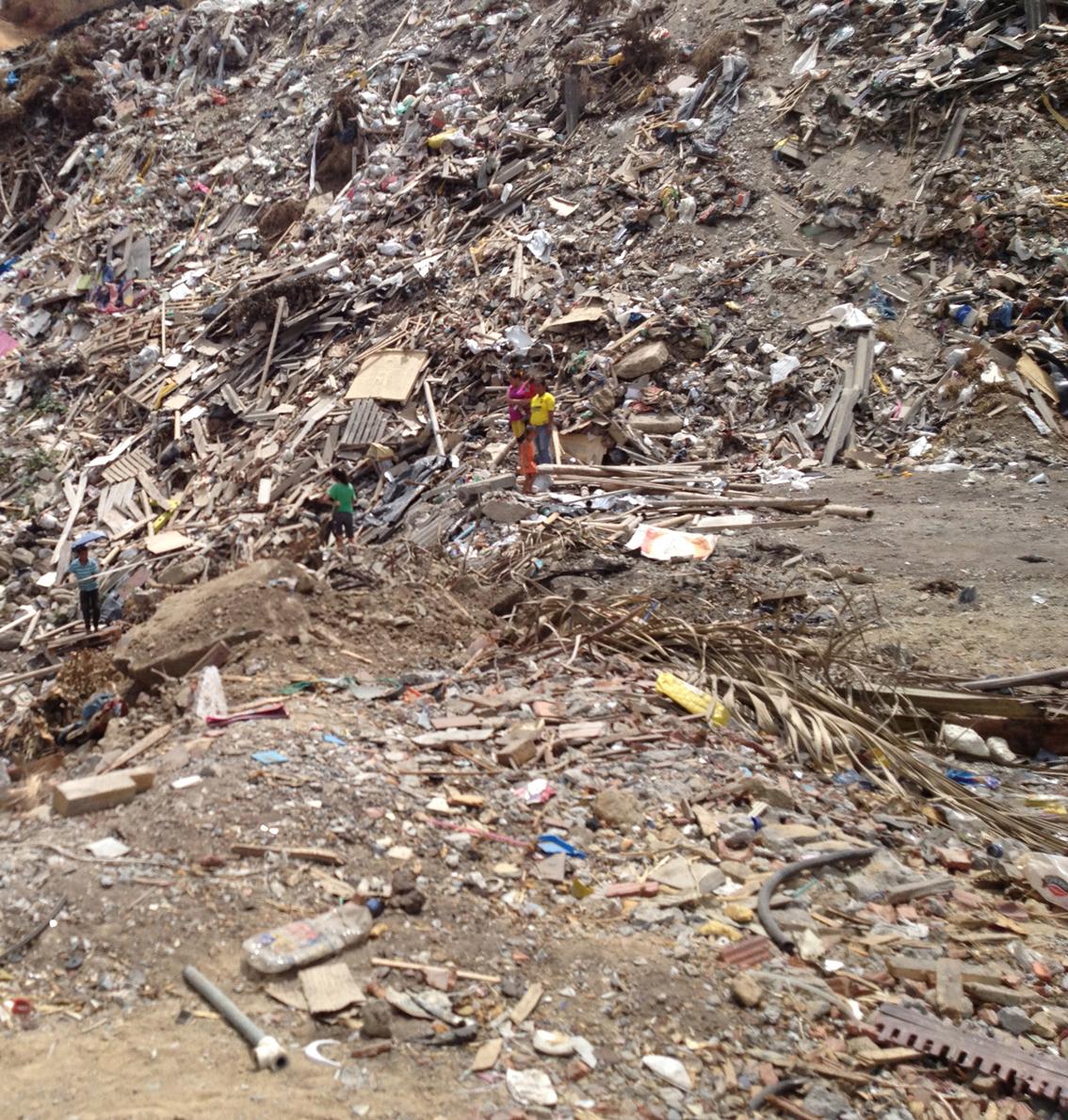 23Sergio Toral dump_Guayaquil Ecuador.jpg