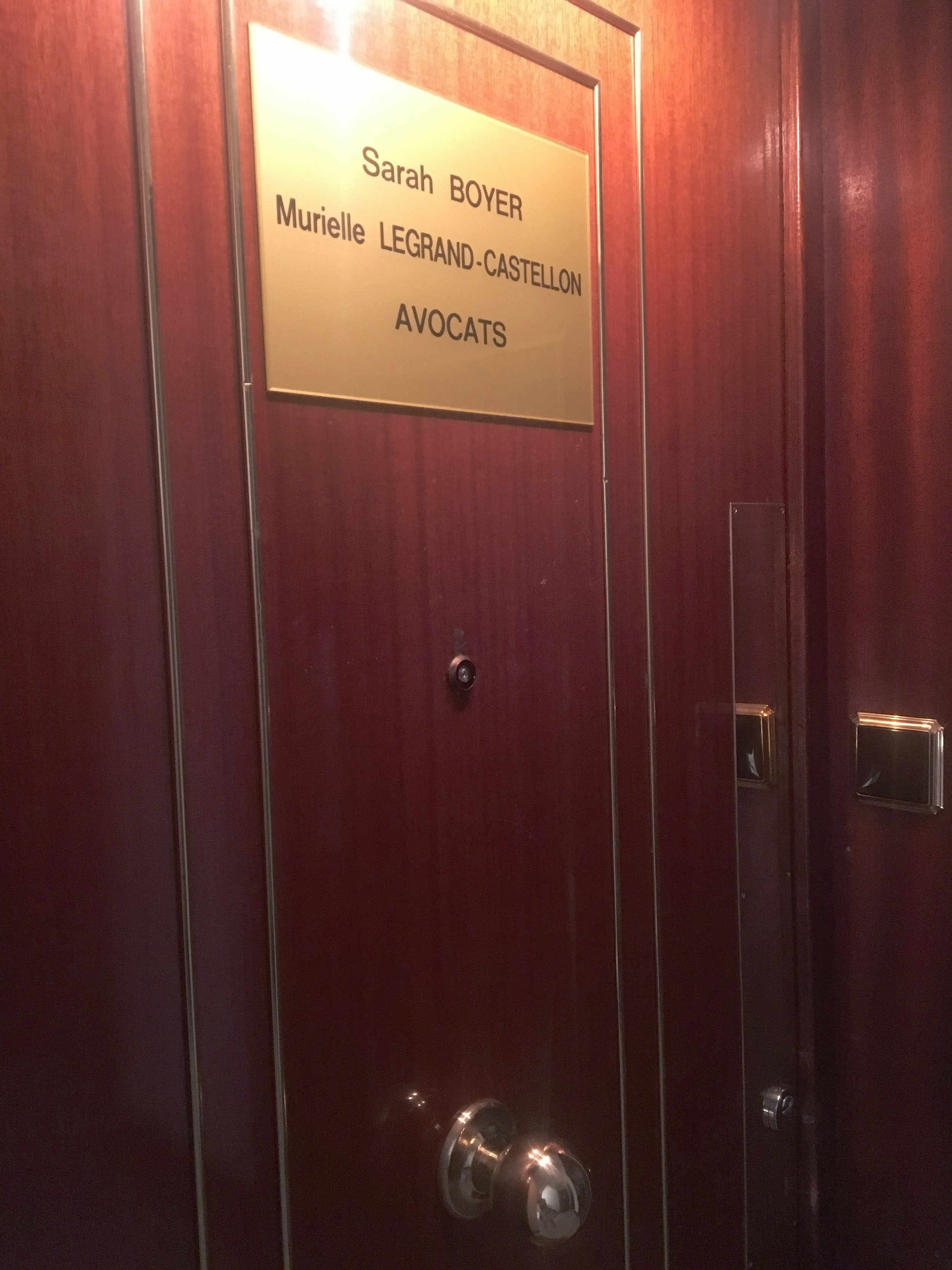 - Le Cabinet d'Avocat de Maître Murielle LEGRAND-CASTELLON est situé 60 rue Mazenod dans le 3è arrondissement de Lyon, à proximité de la place Guichard, dans le quartier du Palais de justice .Murielle LEGRAND-CASTELLON est en partage de bureaux avec sa Consoeur Maître Sarah BOYER, Avocate au Barreau de Lyon.L'Avocat reçoit en consultation uniquement sur rendez-vous.