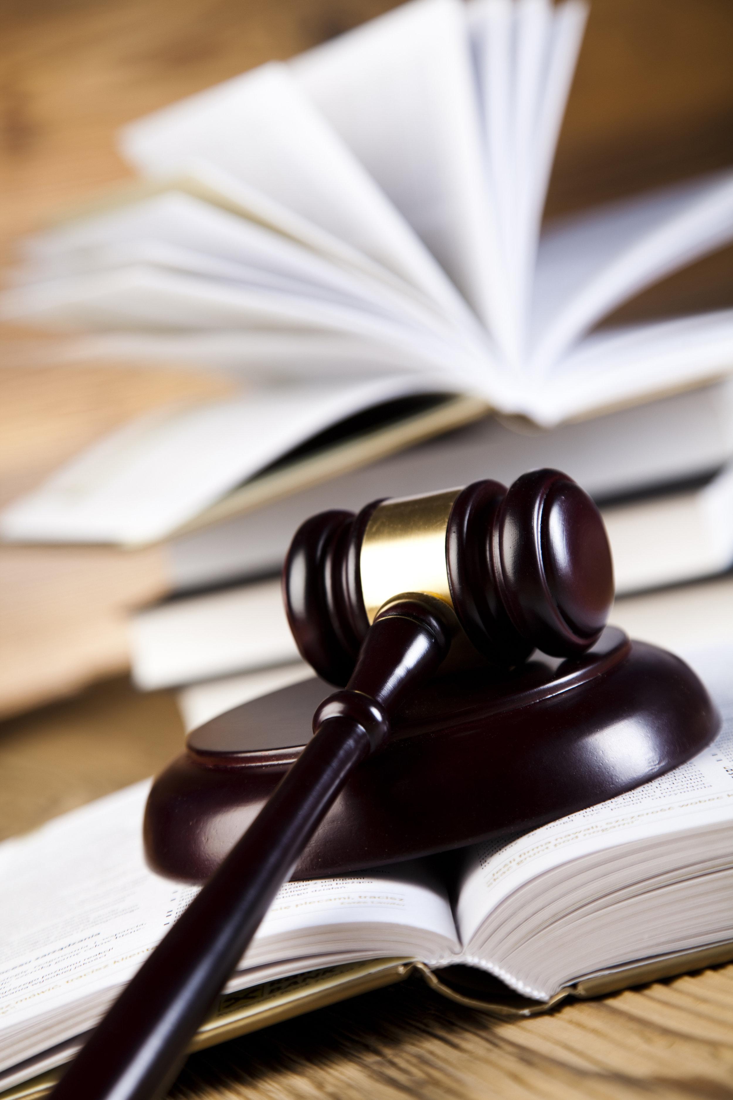 - Maître LEGRAND-CASTELLON vous assiste devant le Tribunal correctionnel (convocation par OPJ devant une Chambre Correctionnelle), ou devant le Pocureur de la République dans le cadre d'une convocation sur reconnaissance préalable de culpabilité.Dès que vous êtes en possession de la convocation, vous devez sans tarder prendre contact avec votre avocat afin d'envisager les éléments de défense pour la préparation de l'audience.Maître LEGRAND-CASTELLON assiste également les prévenus en urgence aux audiences de comparutions immédiates.Dans ce cas, l'urgence doit être indiquée le plus rapidement possible à l'avocat.