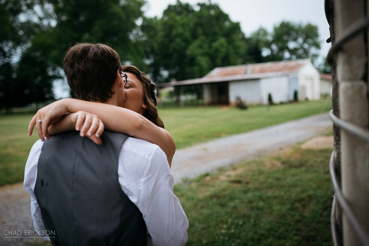 Couple kissing at first look