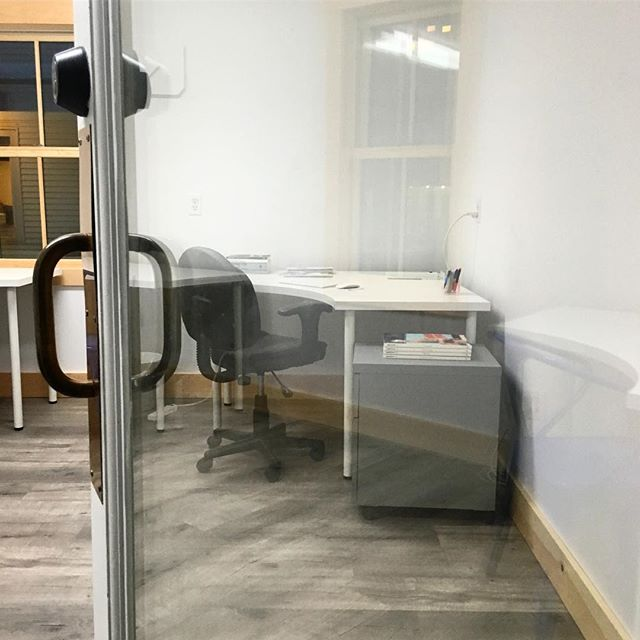 Need a locking door? Semi-private desks (3 to 1 office) are $200 a month, with 24h access. Leave your things behind to work better here and rest more at home. One desk still available! Check out our new location at 5197 Main Street in Waitsfield  #gettowork #coworkingspace #coworkhere #remotework #gigworker #entrepreneur #remoteworkhere #vt #vermontlife #waitsfieldvt #madrivervalley #officedecor