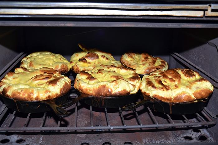 L'omelette soufflée servie dans la poêle en fonte !