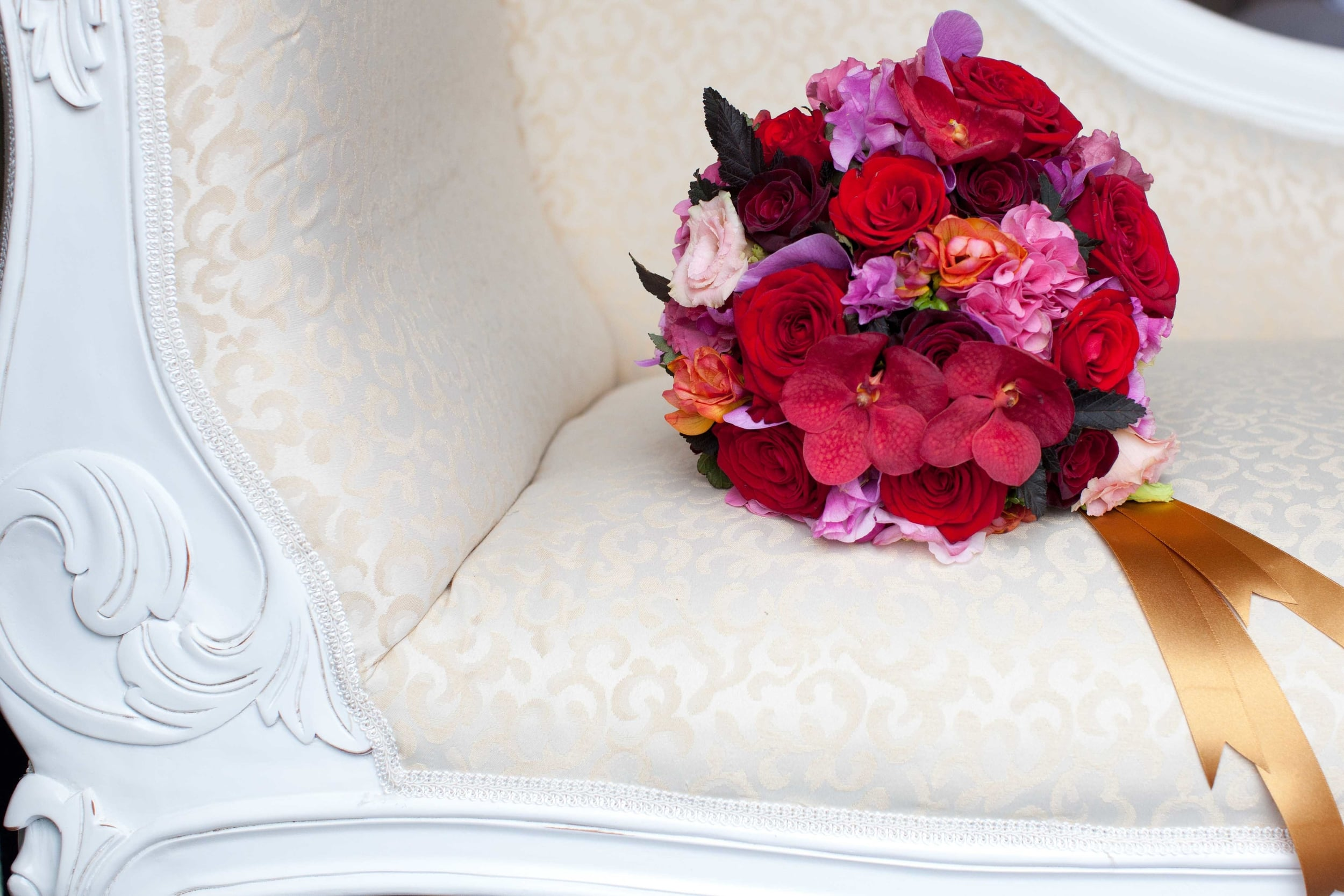 Minnie Bees flowers on a chaise.