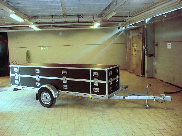 Baúl con trailer.jpg
