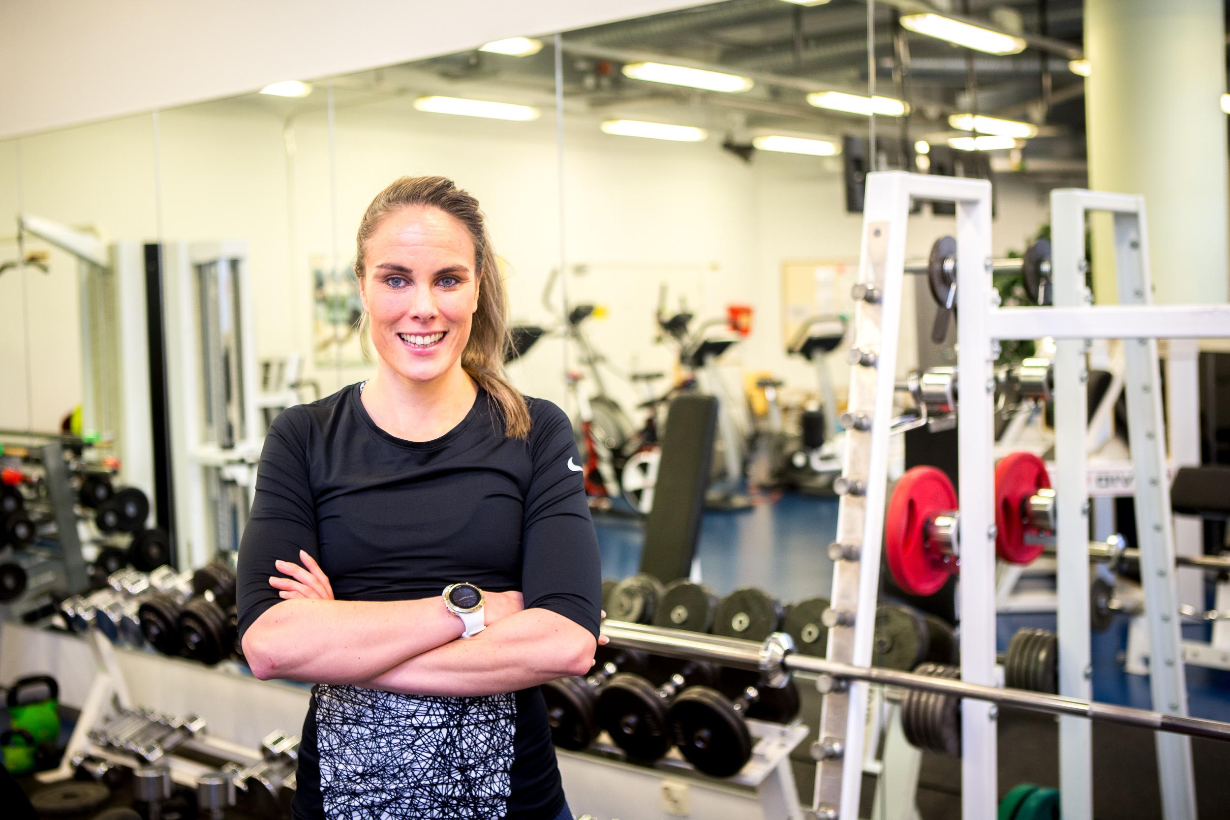 Hanna Seikola - TE3 analyysit, personal training ja fysiikkavalmennus.Hanna on koulutukseltaan Liikuntatieteiden Maisteri. Hanna on toiminut valmentajana ja personal trainerina kahdeksan vuotta. Hannan oma lajitausta tulee uinnista, juoksusta ja kamppailulajeista. Nykyään harrastuksiin kuuluu swimrun ja crossfit. Hanna rakastaa luontoa ja uskoo valmennuksessaan vahvasti siihen, että vahvin sitoutuminen urheiluun ja liikkumiseen syntyy elämyksen kautta. Hanna tulee helposti toimeen erilaisten ihmisten kanssa ja vilkkaan mielikuvituksen ansiosta, Hanna on erityisen hyvä inspiroimaan ja motivoimaan ihmisiä. Ajanvaraus: hanna.seikola@virkisteri.fi