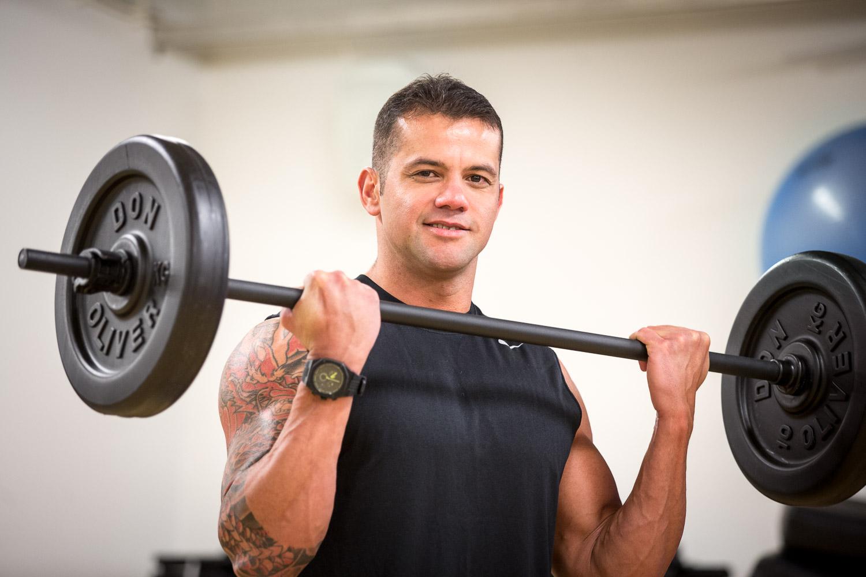 Gui Reis - -TE3 analyysit, fysiikkavalmennnus, uintivalmennus ja personal trainingBrasilialaisella Guillä on takanaan pitkä ura ammattilaisurheilijana. Uintiuransa ohella Gui on edustanut kotimaataan Brasiliaa myös triathlonissa. Lopetettuaan uransa vuonna 2007 liikunnanopettajaksi kouluttautunut Gui on keskittynyt valmentamiseen. Gui on rento ja ulospäinsuuntautunut persoona, jonka sydän sykkii urheilulle.
