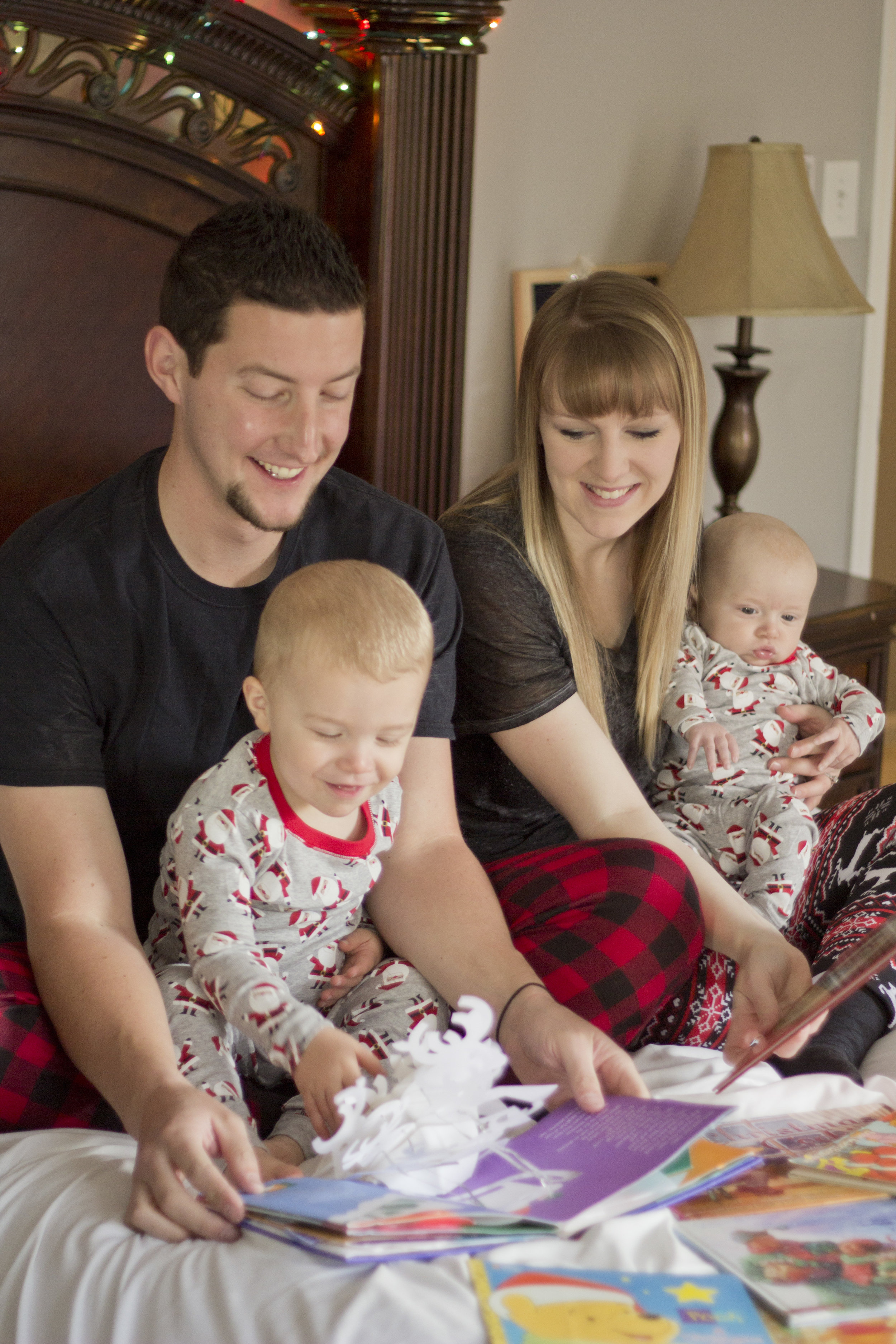 The most adorable Christmas session ever! The pajamas, the decor... and the cutest family!