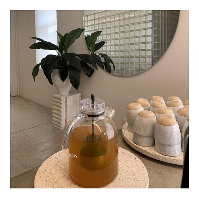 Our healing Turmeric Elixir on the pot at @good_vibes_yoga this afternoon, during a workshop of the wonderful @laurentrend xx . . #goodvibesyoga #collingwoodyoga #collingwoodtea #fitzroynaturopath