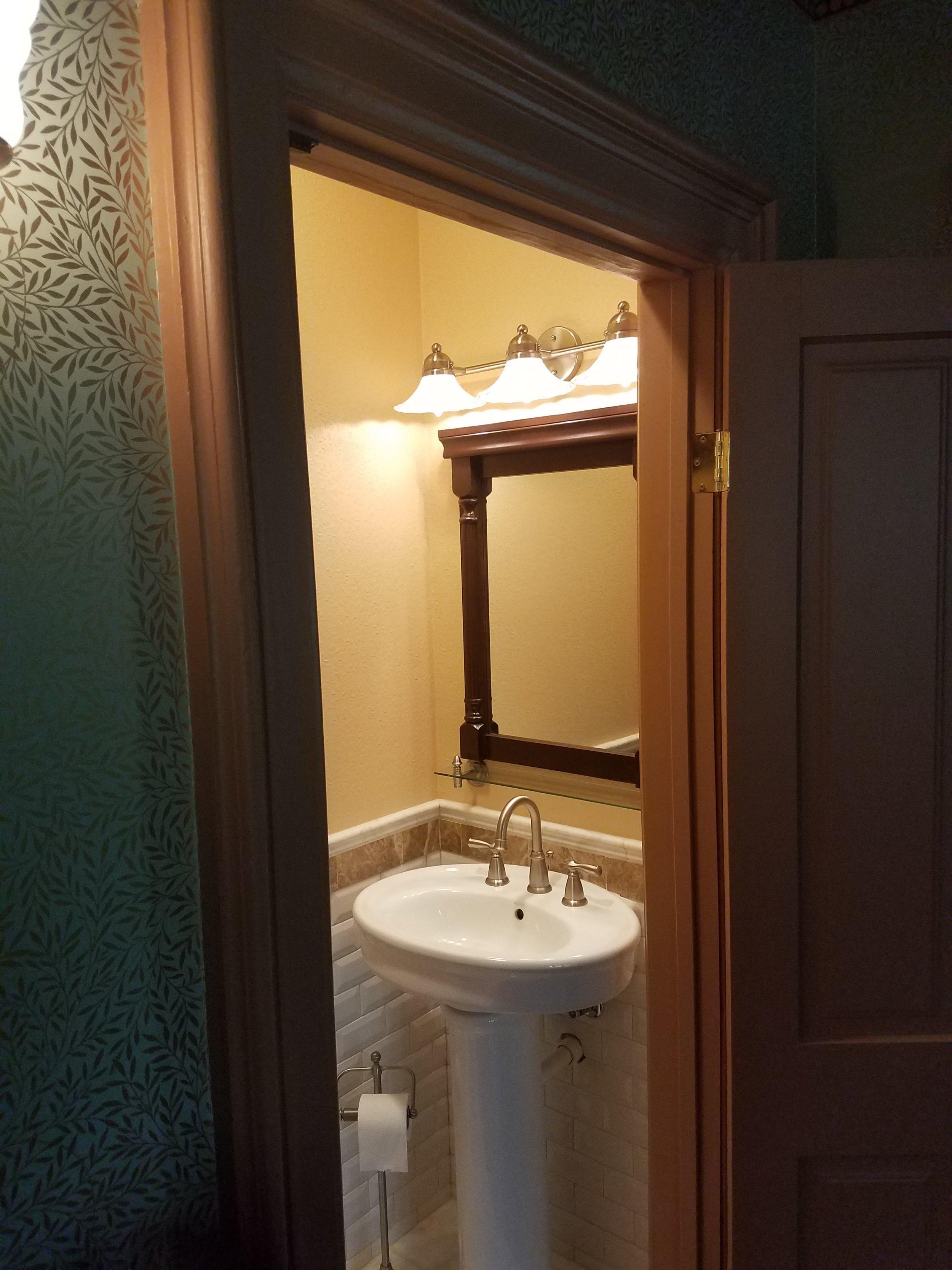 Pedastall sink and mirror
