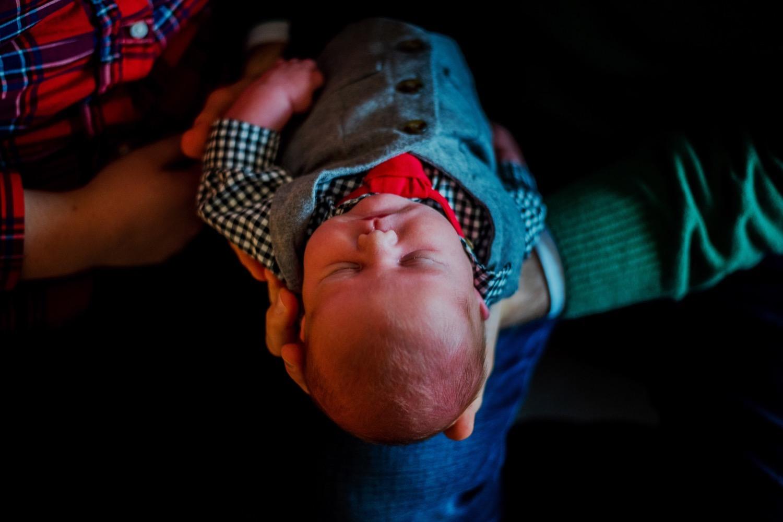 05_Hoehn-Newborn_0055_familysession_plainfield_newborn_Christmas.jpg