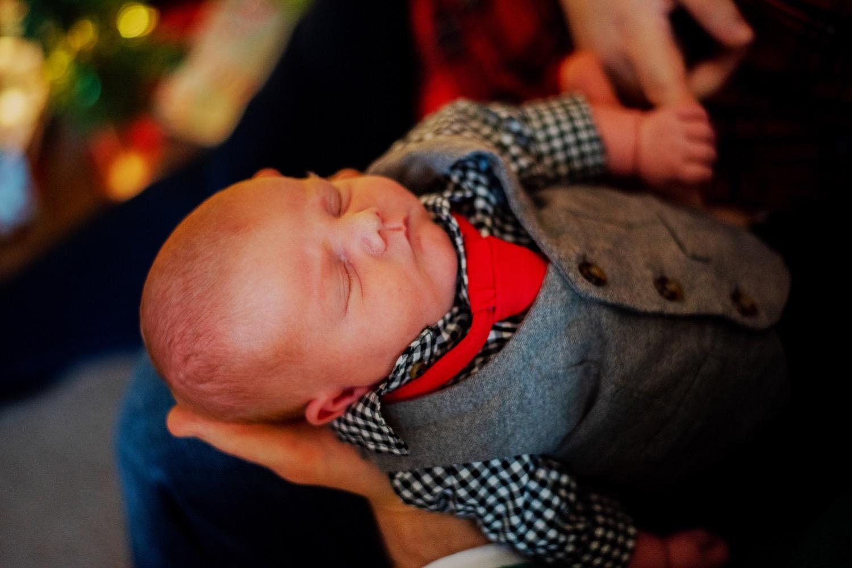 07_Hoehn-Newborn_0076_familysession_plainfield_newborn_Christmas.jpg