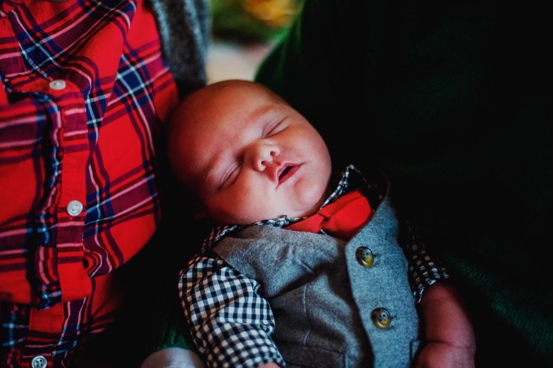 13_Hoehn-Newborn_0165_familysession_plainfield_newborn_Christmas.jpg