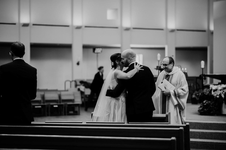 048_McGrath-Libertyville-IndependenceGrove-Winter-Wedding_0068_Independencegrovewedding.jpg