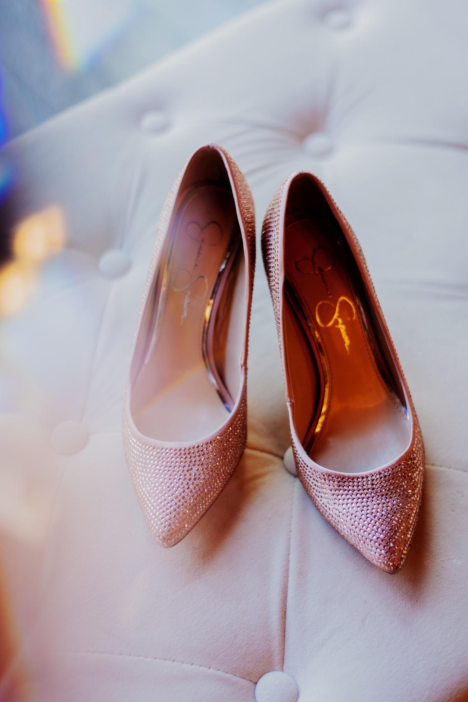 012_Bowden-Pavlocik-Galena-OakHillFarm-Wedding_0021.jpg