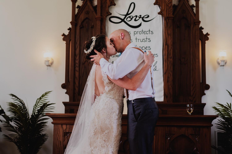 068_Bowden-Pavlocik-Galena-OakHillFarm-Wedding_0104.jpg