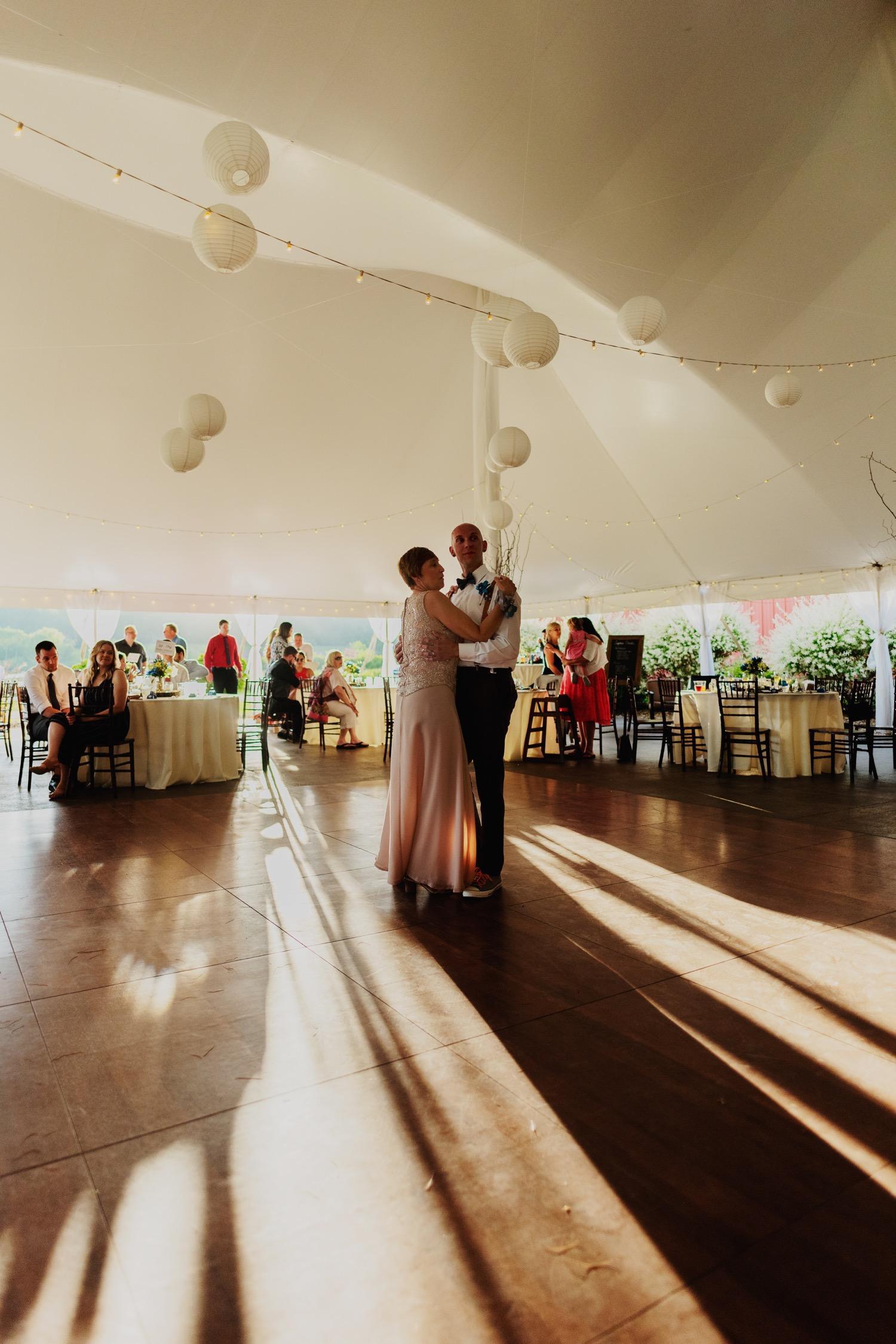 107_Bowden-Pavlocik-Galena-OakHillFarm-Wedding_0168.jpg
