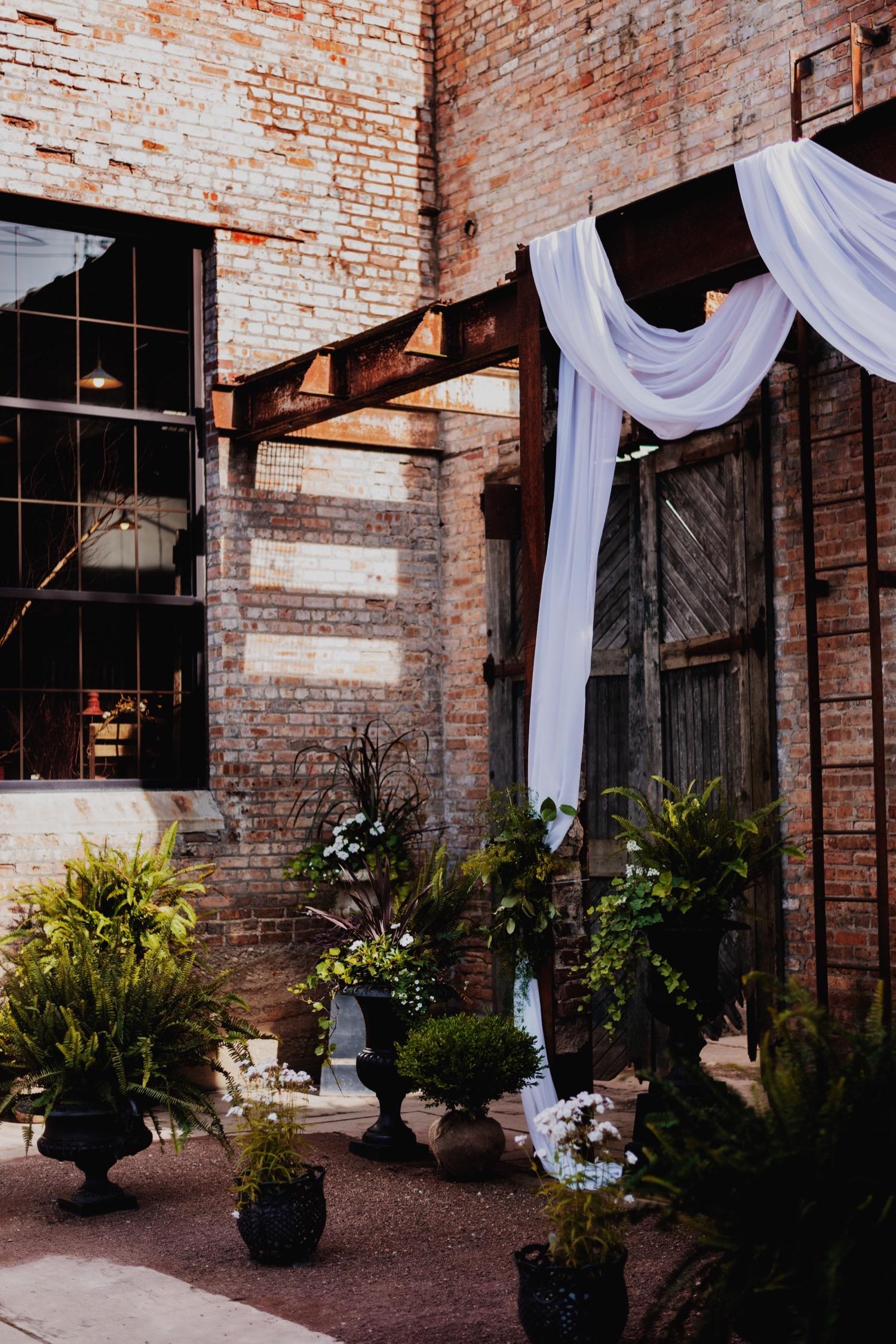 097_Treml-Meck-Blumen-Gardens-Sycamore-Wedding0149.jpg