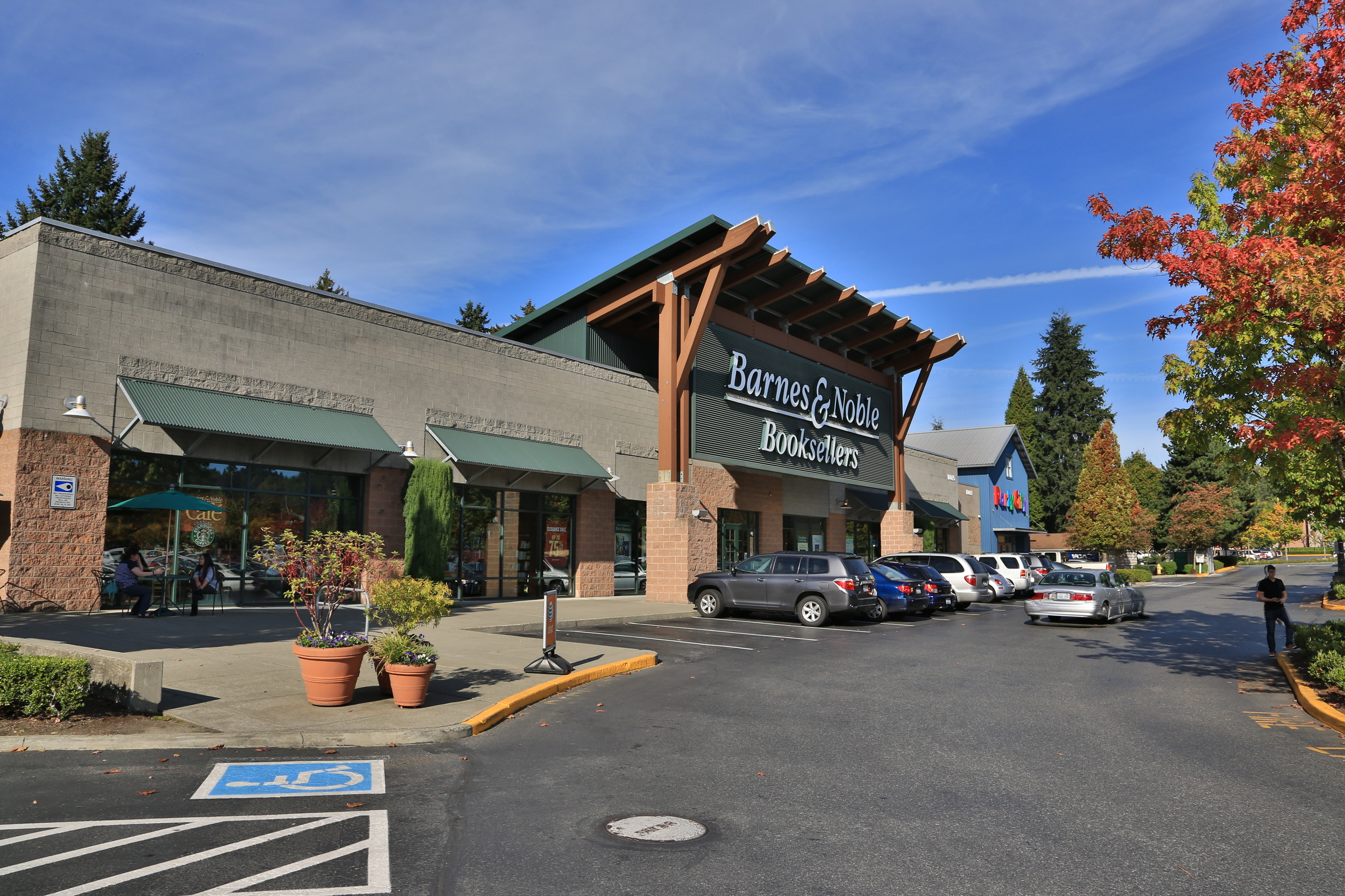 DTW - Downtown Woodinville - Barnes & Noble #1.JPG