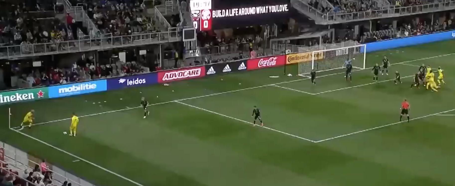 The defensive set-up on this corner kick