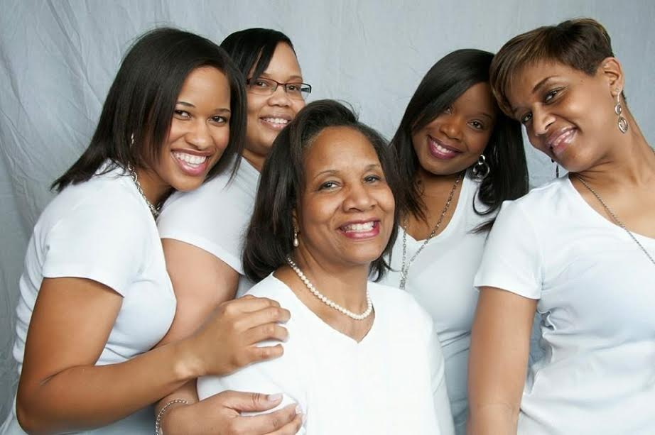 LifeOfJoslyn with my mom and sisters