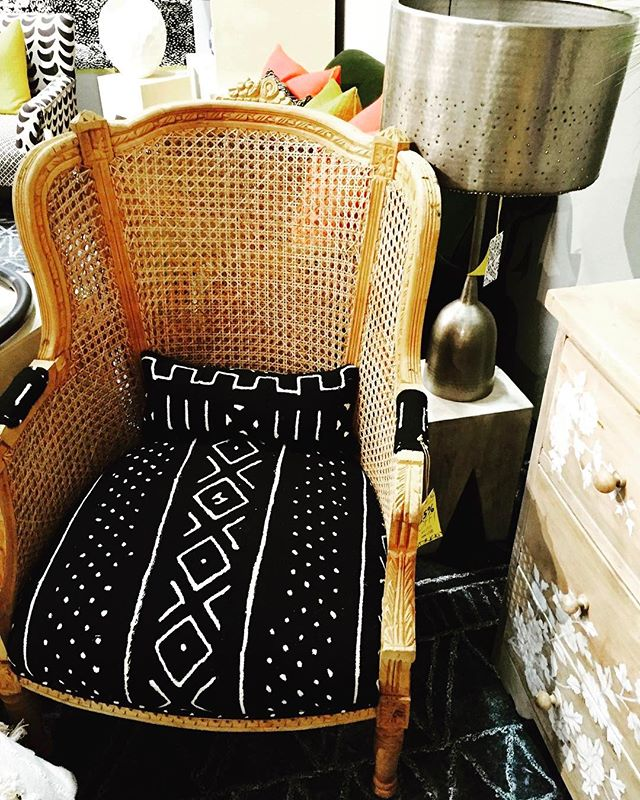 I'm always looking for new fab Modern and vintage pieces to bring to the boutique, here are a few amazing pieces I sourced! If you're looking for UNIQUE home decor, furniture and objects of desire, NYS is your SOURCE! #dailysourcing #furniture #art #antiques #modern #nyourspaceboutique #vintage #interiors  #eclectic  #market #interiordesign, rugs #yourstylishdealer #dresser #glass #African #interiorstyling #stylish #objectsofdesire  #mynewspace #comeseemetoday #transitionalstyle #dailyfinds #jewelry