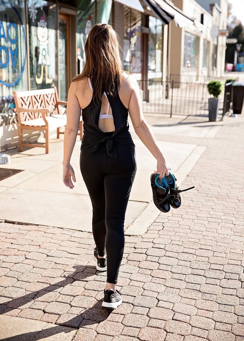 Kat-walking.jpg