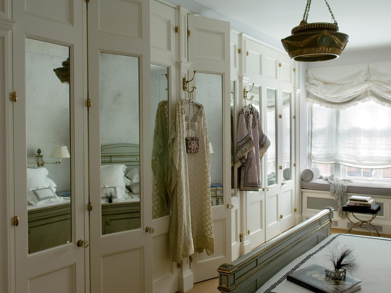 CI-Farrow-And-Ball-The-Art-of-Color-pg110_bedroom-mirrored-closet-doors_4x3_jpg_rend_hgtvcom_1280_960.jpg