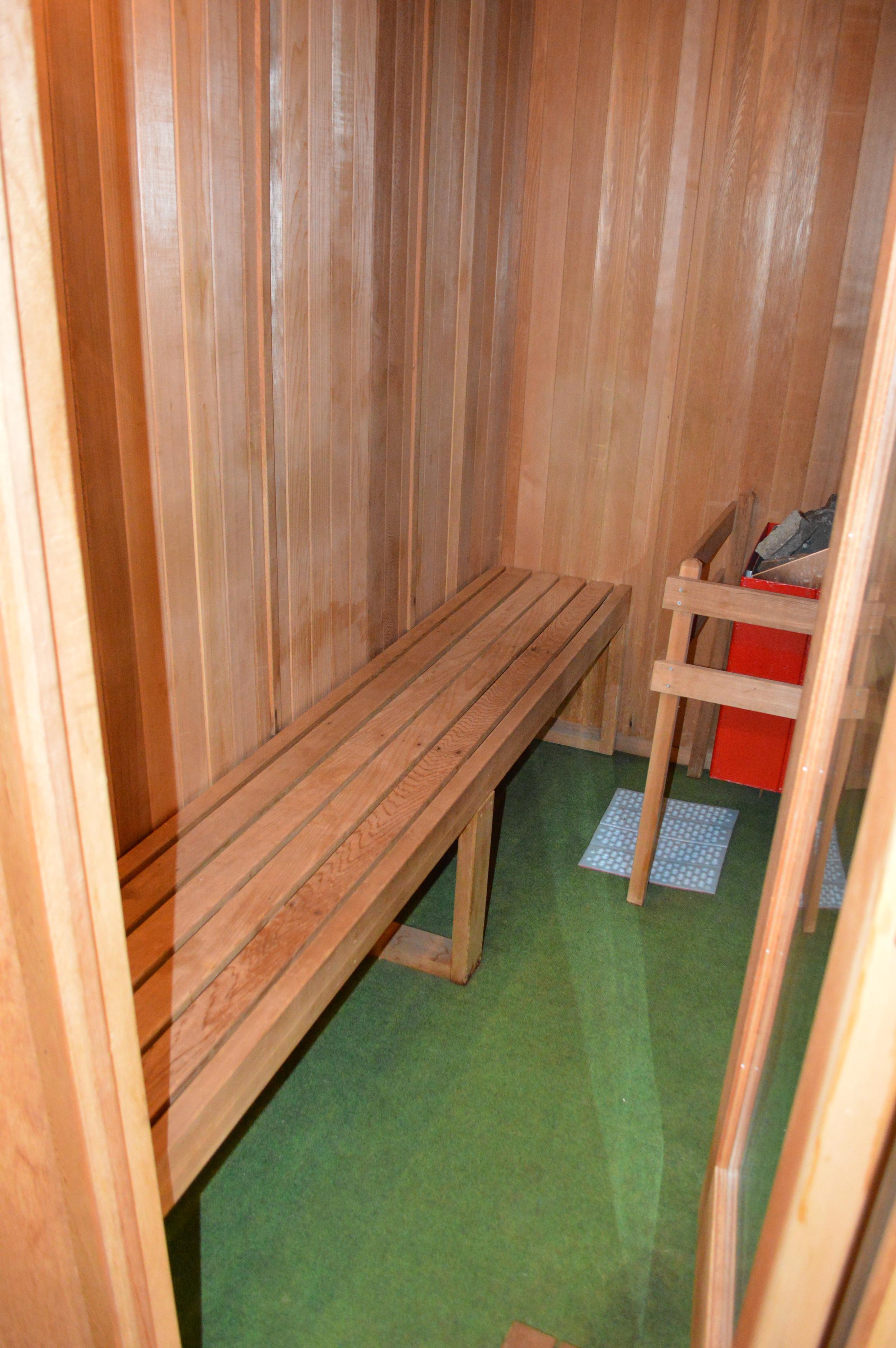 16-Sauna.JPG
