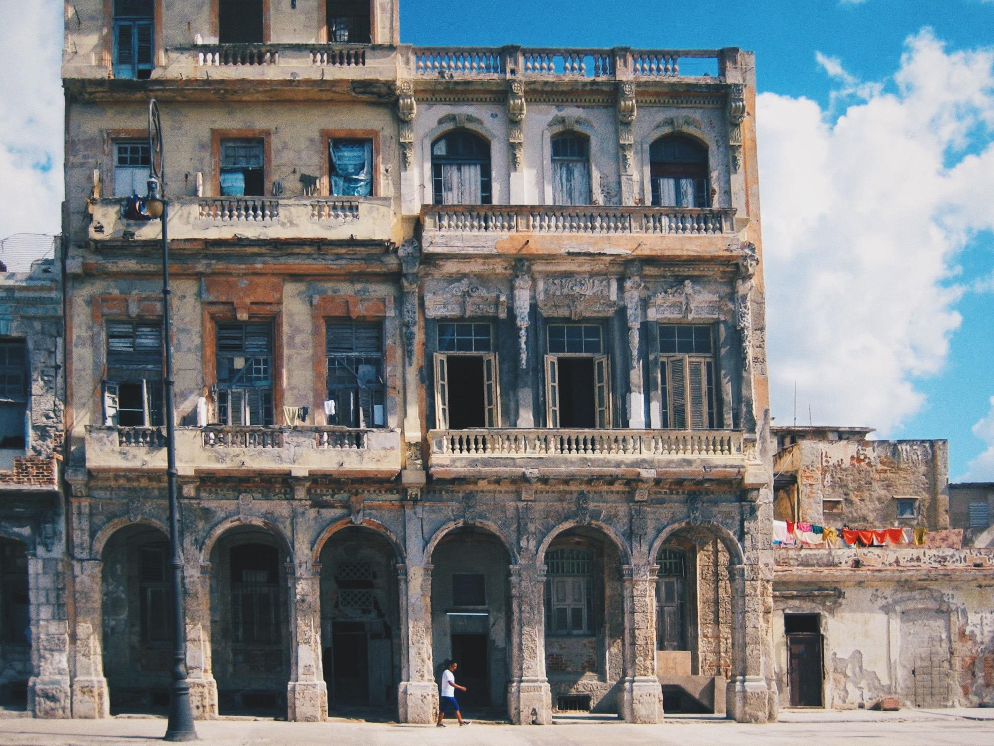 Edificio Fortuna ( Photo Credit: Greg Comstock )