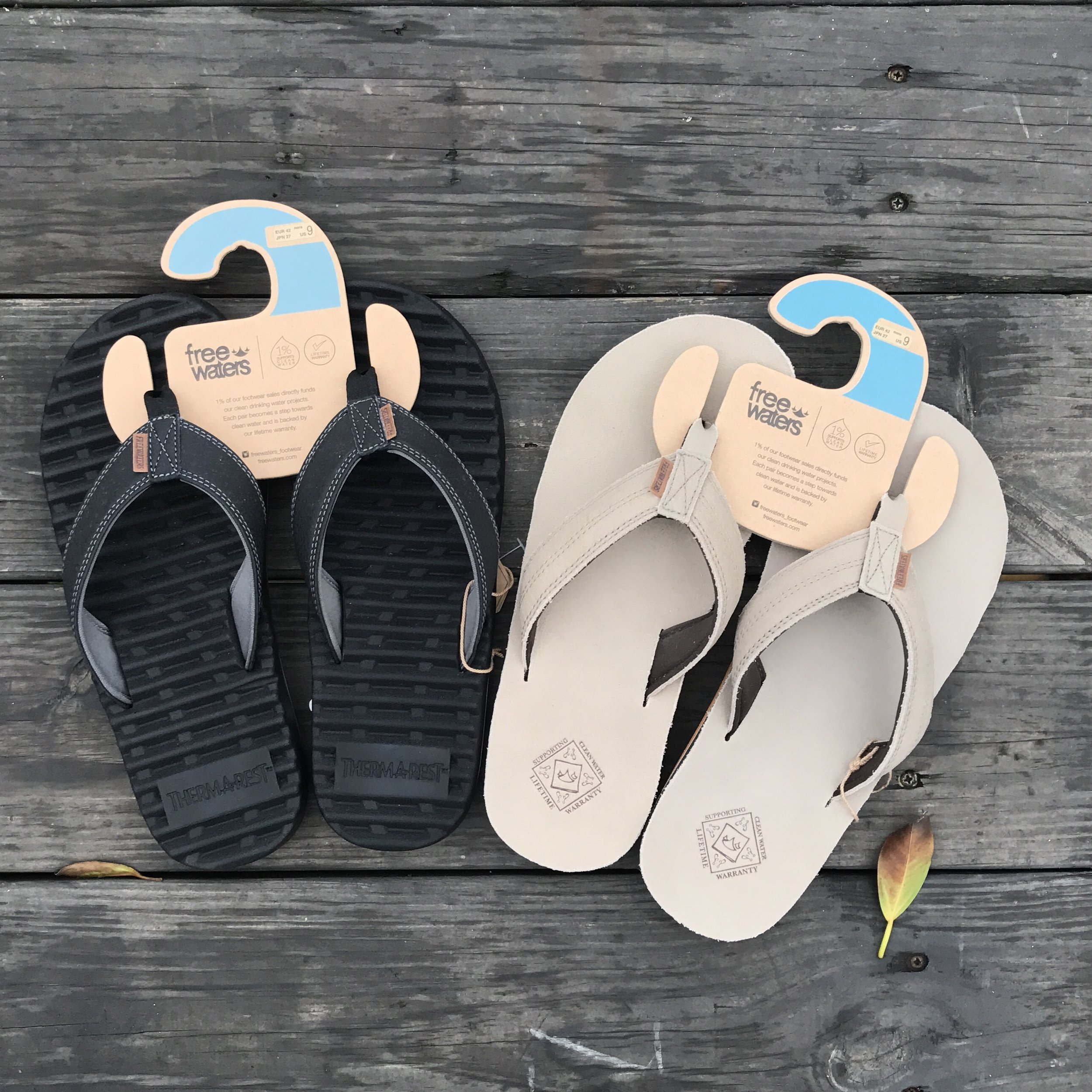 【美國FreeWaters】夾腳拖鞋  使用Therm-a-Rest鞋墊技術,可緩衝吸震,避免因長時間穿著夾腳拖鞋受傷。耐用的橡膠大底,提供良好的抓地力。使用100%植物性天然材料製造。是相當適合浪人的選項。
