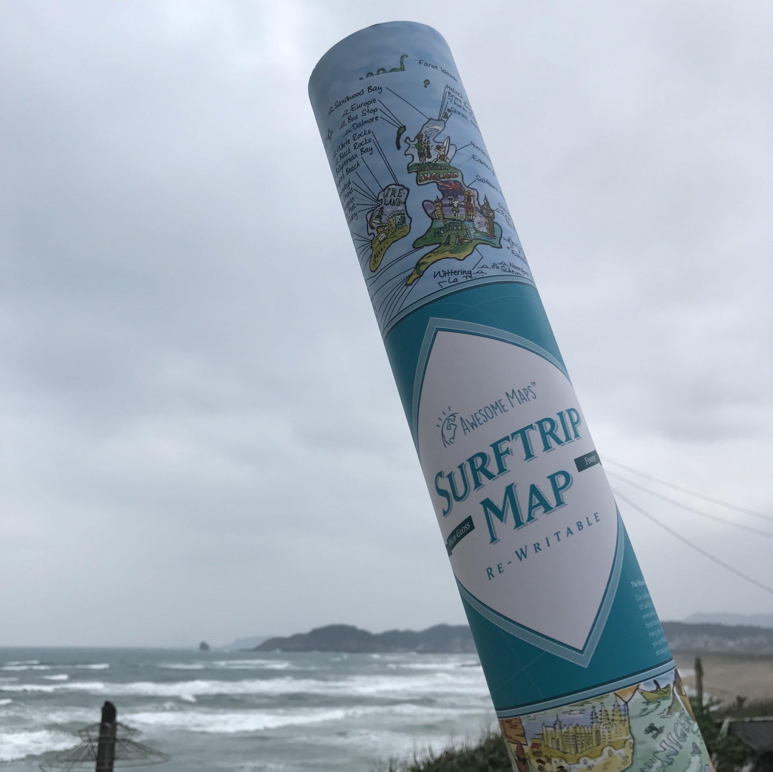 【德國Surftrip Map】世界衝浪地圖  介紹了全世界超過1000個浪點與浪況,並且使用白板塗層可以讓你重覆塗寫的紙質,方便開始計劃或紀錄你的世界衝浪旅程,誰說環遊世界只能看古蹟呢?衝浪也可以。