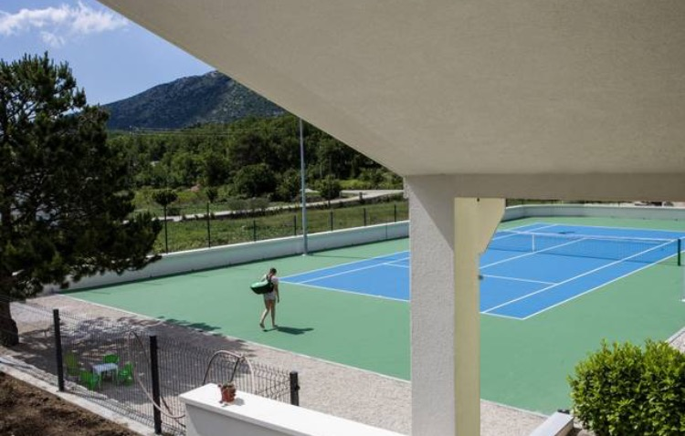 and a god damn tennis court....WTF!!!