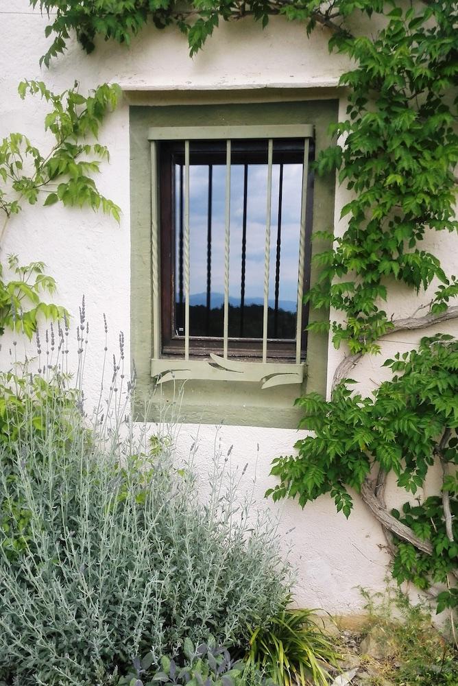 Cottage 2 (Window).jpg