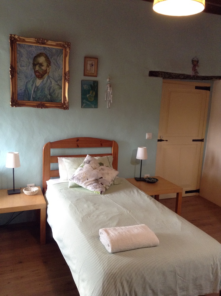 Studio 3 (Singles bedroom).jpg