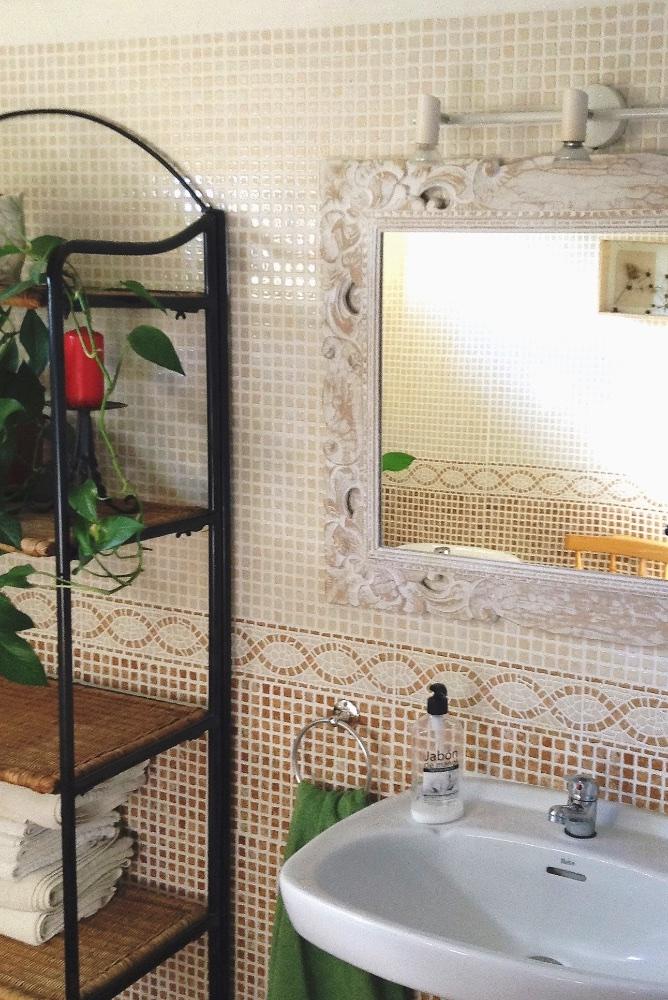 Studio 4 (Bathroom).jpg