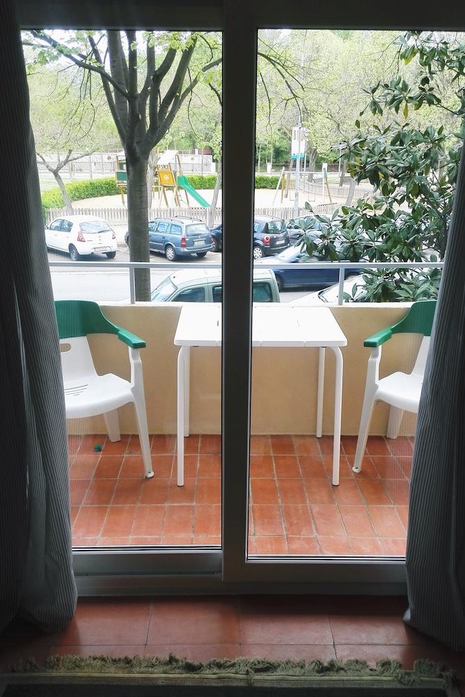 4.15 RP6 Balcony.jpg