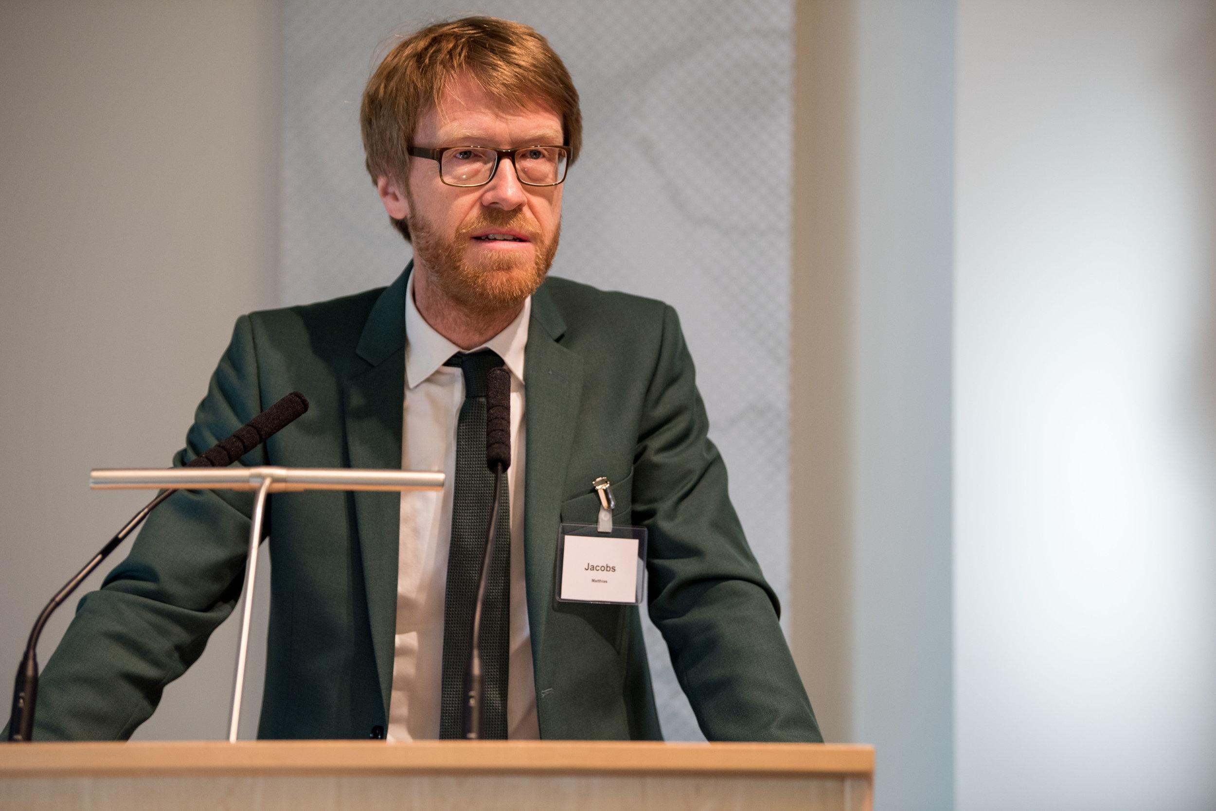 Gastgeber und Moderator des ersten Tages Professor Dr. Matthias Jacobs, Bucerius Law School, stellt die ersten Referenten vor.
