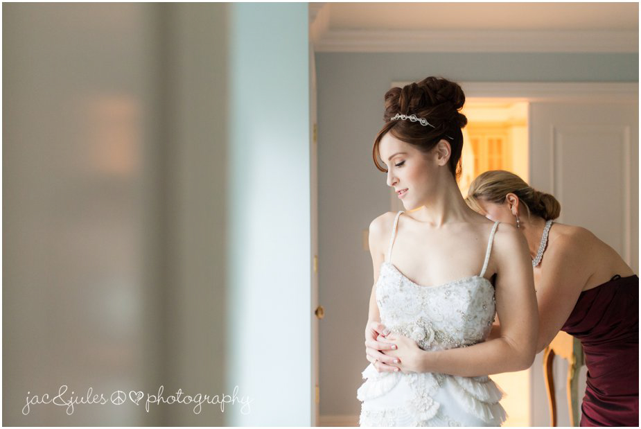 jacnjules photographs mother of the bride helping the bride get into her lazaro wedding dress in franklin lakes, nj