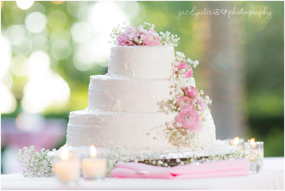 jacnjules photographs elegant pink and white wedding cake at drumore estate in pa