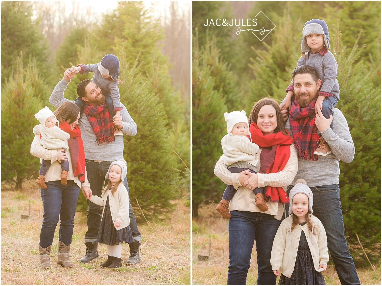 Christmas Tree Farm Family Photos.Family Holiday Photos At Lone Silo Tree Farm Nj Mini