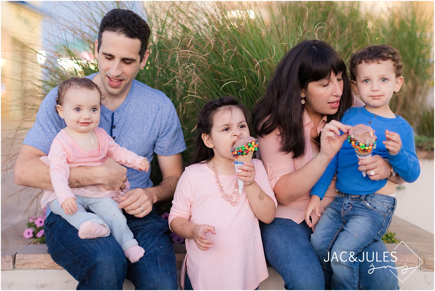 jacnjules photographs lifestyle pictures for family eating ice-cream in point pleasant nj