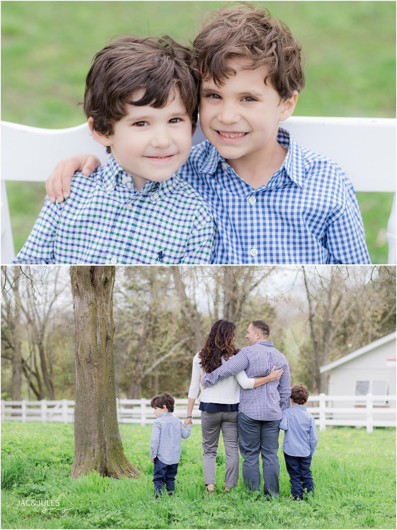 sweet family photos on a farm in nj