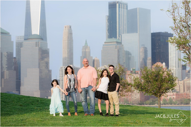nyc skyline family photo