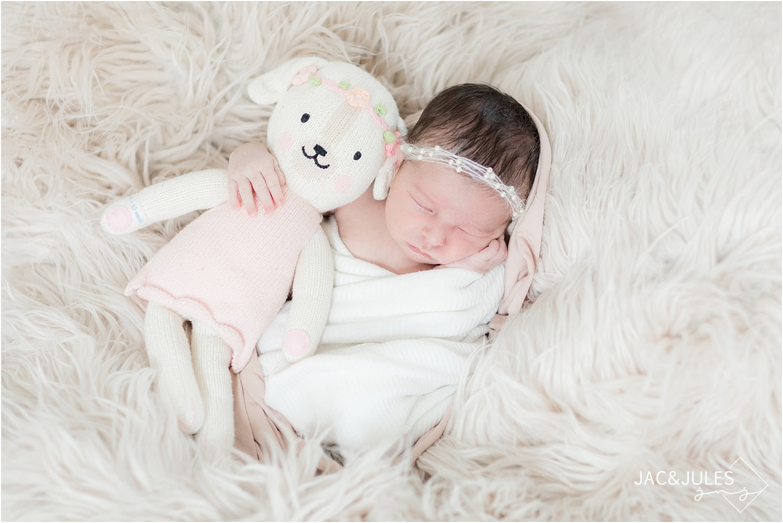modern-newborn-photo-kearny-nj-home_1001.jpg